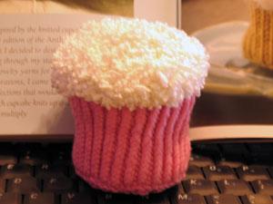 knitted_cupcake.jpg